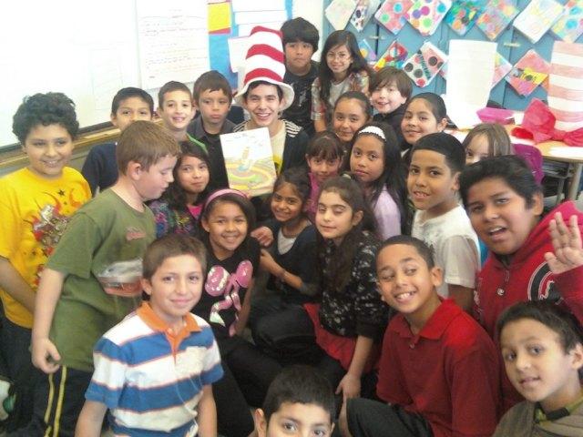 david-archuleta-reading-4-kids-at-an-elementary-school-2