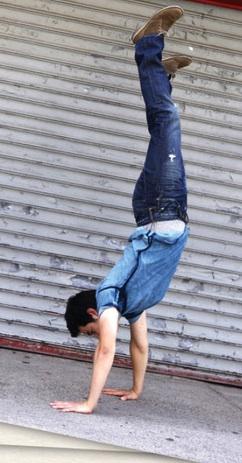 Cropdavid-archuleta-does-handstand